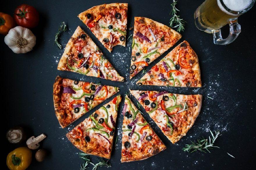 Restaurant Delphi mit leckerer knuspriger Pizza und griechischen Spezialitäten in Neuss.